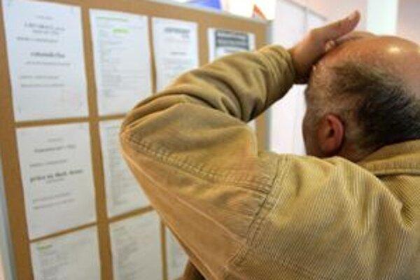 Ľudí bez práce v regióne pribúda.