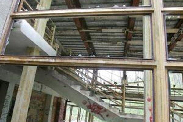 Plánovaný hotel zaťaží okolie viac ako pôvodná reštaurácia.Z tej ostala ruina, hrával sa tam paintball.