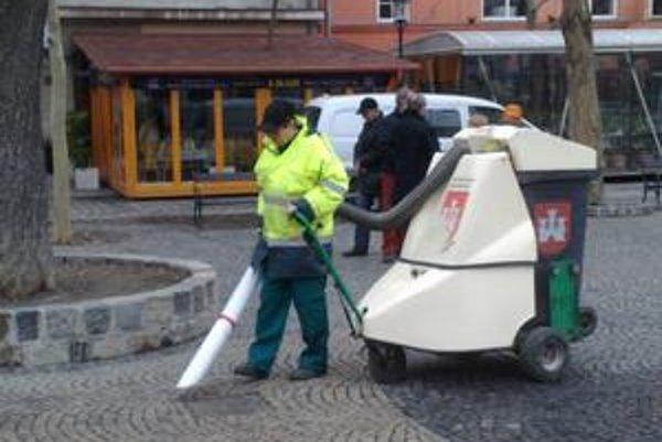 Staré Mesto odštartovalo generálne upratovanie. Zima v meste tento rok stála viac, ako počítal rozpočet.