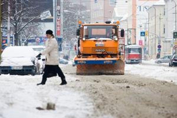 Zimnú údržbu mesto predlžovalo. Skončila sa v stredu.  Meteorológovia ochladenie zatiaľ nehlásia.