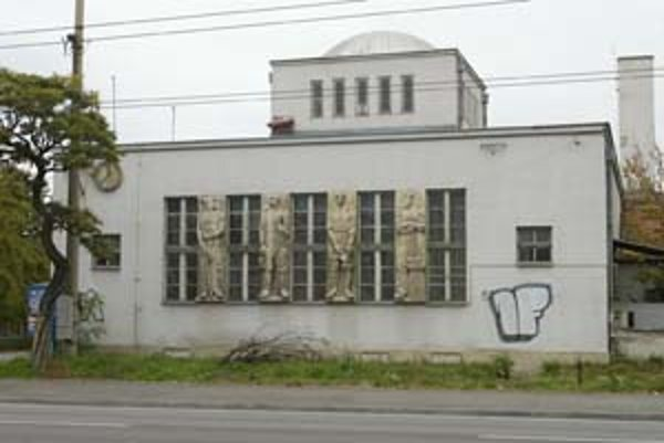 Opustená radnica by sa mohla zaradiť medzi pamiatky v Ružinove. Zatiaľ sú nimi Csákyovský kaštieľ, hasičská zbrojnica v susedstve radnice a nábrežný val pri Dunaji.