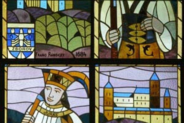 Vitrážové okná vo vstupnej hale PKO sú vzácne, ich autorom je Janko Alexy.
