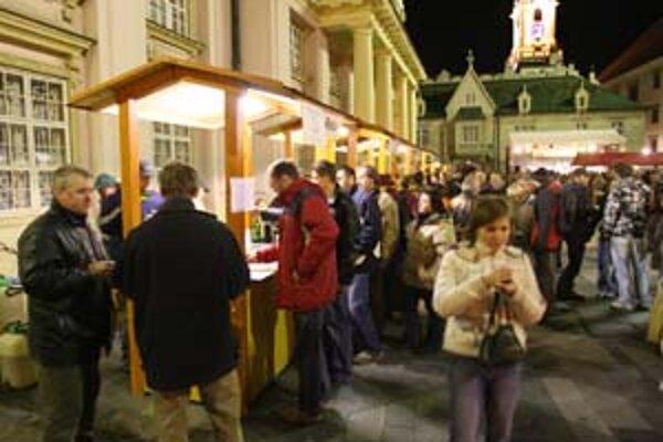 Sviatok mladého vína začala Bratislava oslavovať pred štyrmi rokmi. Fotografia je z minuloročných vínnych trhov.