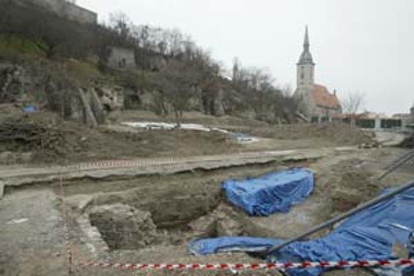 Na Vydrici bude ešte prebiehať archeologický výskum.