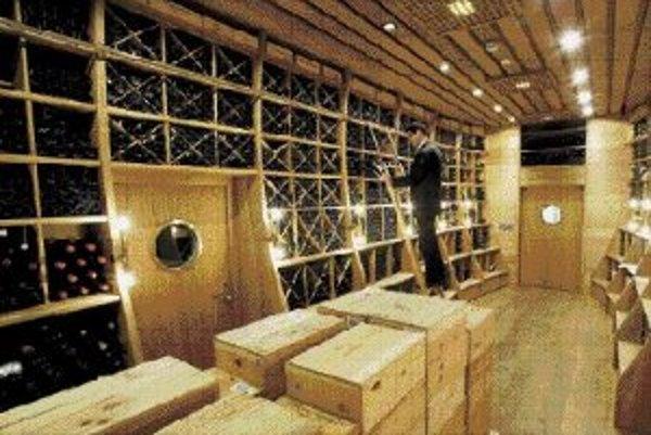 Vínna pivnica paláca Coburg s vínami z Nového sveta.