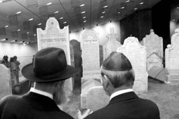 Hrobku rabínov v roku 2002 znovu sprístupnili v podobe pamätníka s názvom Mauzóleum Chatama Sofera.