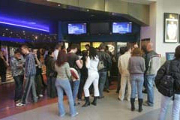 Pre niektorých návštevníkov Polusu bolo znovuotvorenie kina prekvapením.