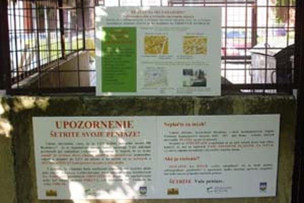O tom, ako sa správne zbaviť odpadu, Vrakunčanov poučia informačné tabule na kontajnerovom stojisku.