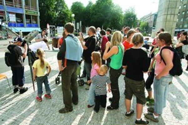 Minulý rok bol veľký záujem o pozorovanie Slnka pred budovou Slovenského národného múzea.