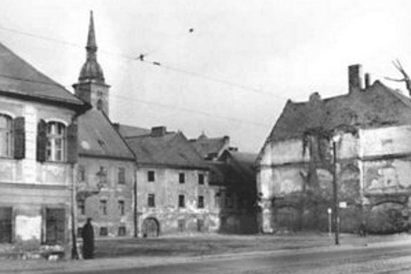 Pohľad do Prídavkovej ulice od Dunaja okolo roku 1960.