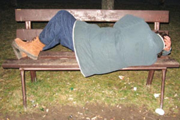 Noro nám ukázal, ako sa dá prespať na lavičke.