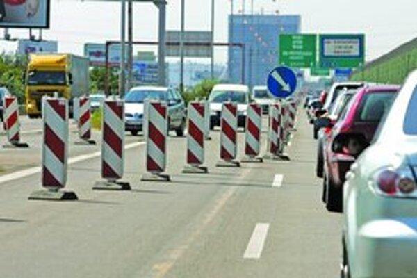 Oprava Prístavného mosta pokračuje, trvať by mala do pondelkového večera.