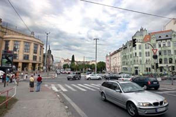 Nezisková organizácia chce na Šafárikovom námestí postaviť galériu so snímkami Laca Bielika