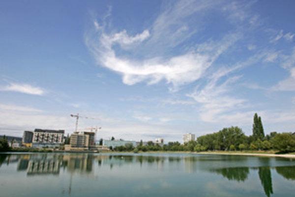 Kým nevzniknú plány zón pre okolie Štrkoveckého jazera a Ružinovskú, územie možno zakonzervuje stavebná uzávera.