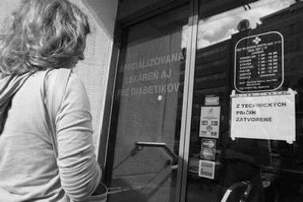Okolo Heydukovej nefungovali bankomaty, nefungovala lekáreň na Námestí SNP, prúd nemalo ani kaderníctvo na Obchodnej.