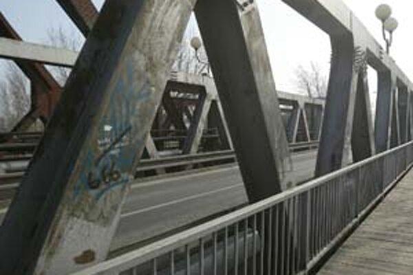 Z návrhu na pamiatku vypustili mostovú konštrukciu.