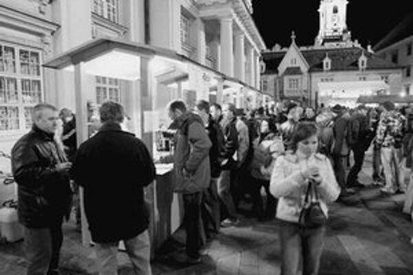 Oslavy mladého vína v centre mesta trvali tri dni, pokračovať budú Dňom otvorených pivníc na Malokarpatskej vínnej ceste a ochutnávkou tohtoročného beaujolais.