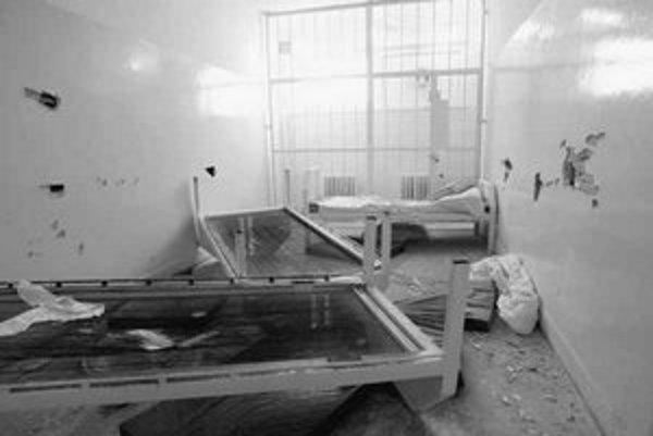 Dlhoročné fungovanie záchytky na Hraničnej ulici ukončila demolácia zariadenia jedným z klientov a nedostatok financií.
