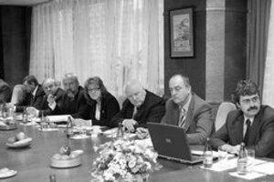 Bratislavskí starostovia sa zišli prvýkrát po voľbách. Sprava starosta petržalky Milan Ftáčnik, prednosta miestneho úradu Karlova ves Jozef Harvančík, starosta Dúbravky Ján Sandtner, starostka Devína Ľubica Kolková, starosta Starého Mesta Andrej Petrek.