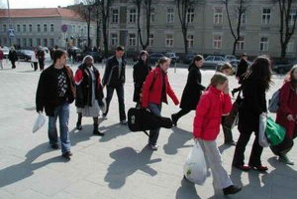 Pre našich študentov je to zaujímavá výzva – ísť študovať do USA. Môže sa však stať, že je nakoniec nad ich sily.