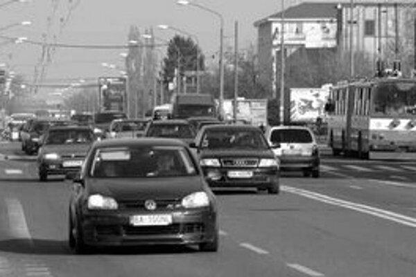 Viacerí Ružinovčania sa zaujímajú o možnosť vytvoriť na Gagarinovej ulici protihlukovú stenu. Na hlučnú dopravu sa sťažujú aj obyvatelia novostavieb z neďalekej Mierovej ulice.