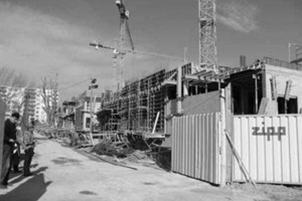 Stavba pri stanici bude hotová o rok.
