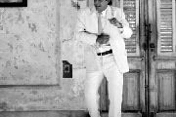 Päť prekážokDe fem benspaend. Dánsko / Belgicko / Švajčiarsko / Francúzsko / Švédsko / Fínsko / Veľká Británia / Nórsko, 2003. Scenár a réžia: Lars von Trier, Jorgen Leth. Hrajú: Jorgen Leth, Lars von Trier, Jacqueline Arenal, Daniel Hernándes Rodriguez