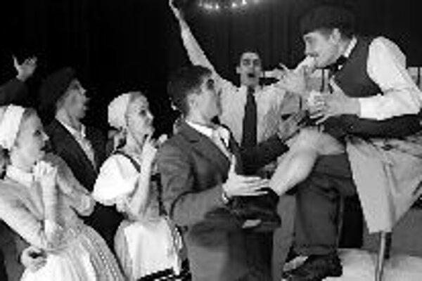 Slovenský ľudový umelecký kolektív predstaví v sobotu 14. apríla v Istropolise svoj nový tanečný program. Predstavenie má názov Tancovali naši vašim s podtitulom Svadba, na ktorej sa dedinčania a mešťania v tanci pretekajú. Začiatok predstavenia je o 19.