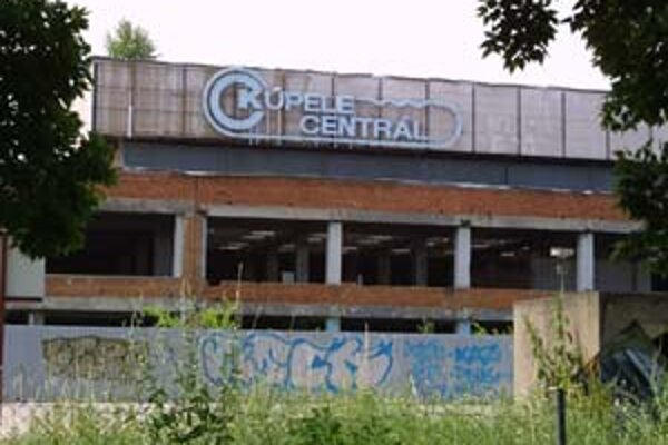 Predpokladané náklady na prestavbu kúpeľov Centrál sú 65 až 70 miliónov eur. Lokalita sa nachádza v centre v blízkosti križovatky na Trnavskom mýte.