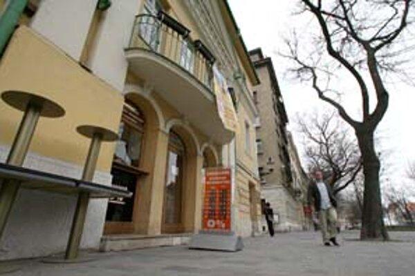 Rezort kultúry má 90 dní na uzavretie kúpnej zmluvy s mestom. Kino Mladosť vzniklo v r. 1905, ako jediné u nás má štatút európskeho kina, je dobre technicky vybavené a prešlo rekonštrukciou.