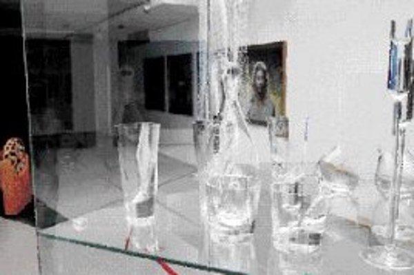 V popredí sklo Márie Štefančíkovej. FOTO SME - PAVOL FUNTÁL
