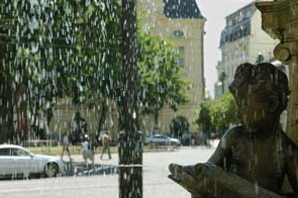 Muža, ktorý sa nahý kúpal v Ganymedovej fontáne, nedávno odviedla polícia. Bolo to však ešte pred súčasnými horúčavami.