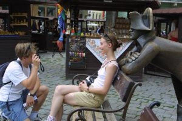 """Od roku 2002 sa o Bratislave hovorí aj ako o destinácii na """"city break"""", teda predĺžené poznávacie víkendy. Priemerný obyvateľ Európy absolvuje takých víkendov počas roka niekoľko. O takýchto turistov bojujú všetky európske metropoly."""