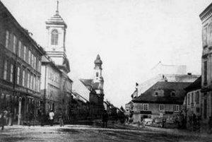 Začiatok Špitálskej ulice a priľahlé Kamenné námestie mali na konci 19. storočia takúto podobu.