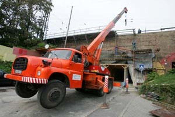 Opravy železničného mosta na Žabotovej sa začali v júni.