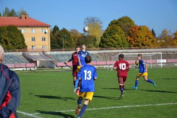 Ml. dorast Pov. Bystrice (v červenom) prehral s Piešťanmi.