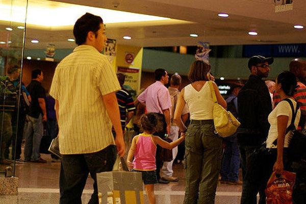 Pri pasovej kontrole potrebujú mať vlastný pas je malé deti.