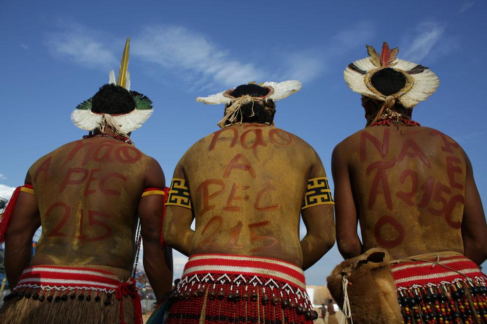 Brazílski indiáni Patoxi protestujú proti vláde.