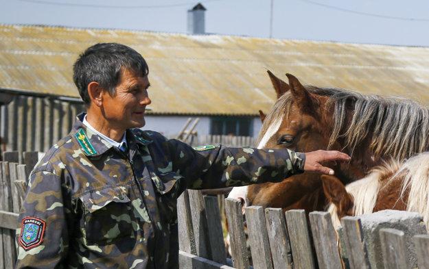 Farmár Nikolaj Čebenok má hospodárstvo 45 kilometrov od Černobyľu.
