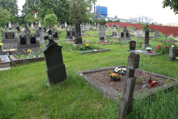 Na cintoríne v Necpaloch sa začne opäť pochovávať.