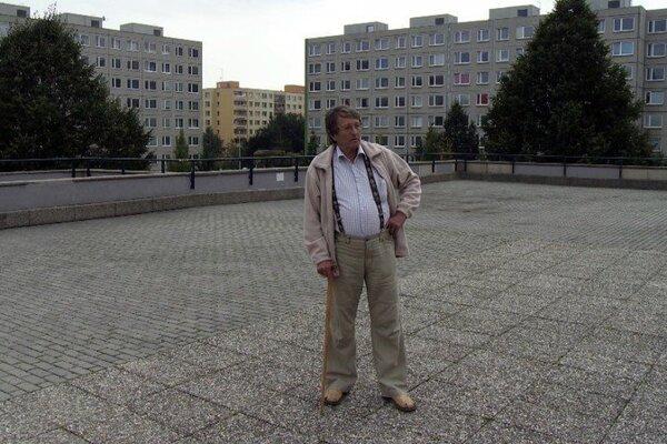 Tento muž kedysi s veľkým štálom privatizoval Poldi Kladno. dnes ledva žije z dôchodku a chce sa súdť so štátom.