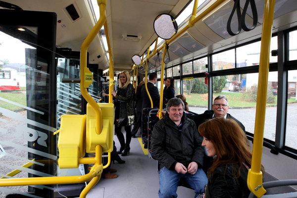 Vo vnútri sú autobusy čistejšie ako v minulosti.