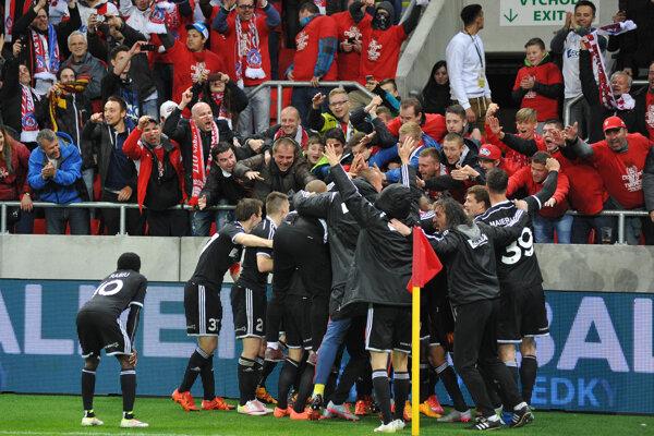 Trenčania strelili tri góly a zaslúžene si odniesli Slovnaft Cup