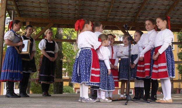 Do programu prispel aj detský folklórny súbor Kukučky