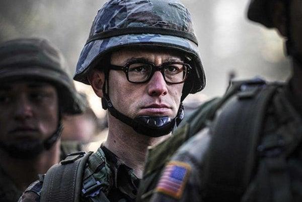 Joseph Gordon-Levitt ako Edward Snowden.
