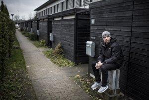 Dán Morten Pape (30) bol pri dospievaní obklopený rodinami, ktoré nenávideli cudzincov. Jeho kniha Planen (Plán) získala vminulom roku cenu za debut avzbudila výrazné ohlasy kritikov aj verejnosti. Študuje nezávislý film.
