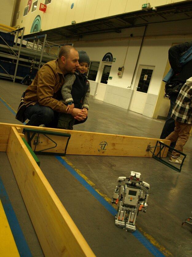 Robot lákal na duálne vzdelávanie, zaujal však aj najmenších.