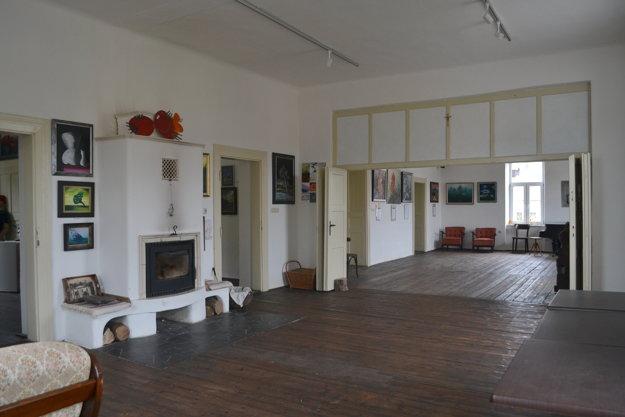 Z historického priestoru sála zvláštny pokoj.