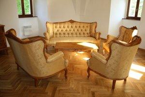 Nábytok v renesančnom štýle bol vyrobený na zákazku.