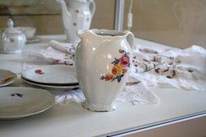 V zrekonštruovanom kaštieli je vystavený aj porcelán.